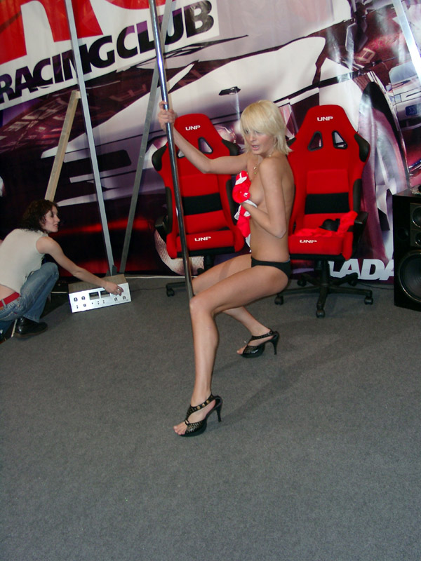В пиар Lada Racing Club вложили не только душу, но и немного тела.