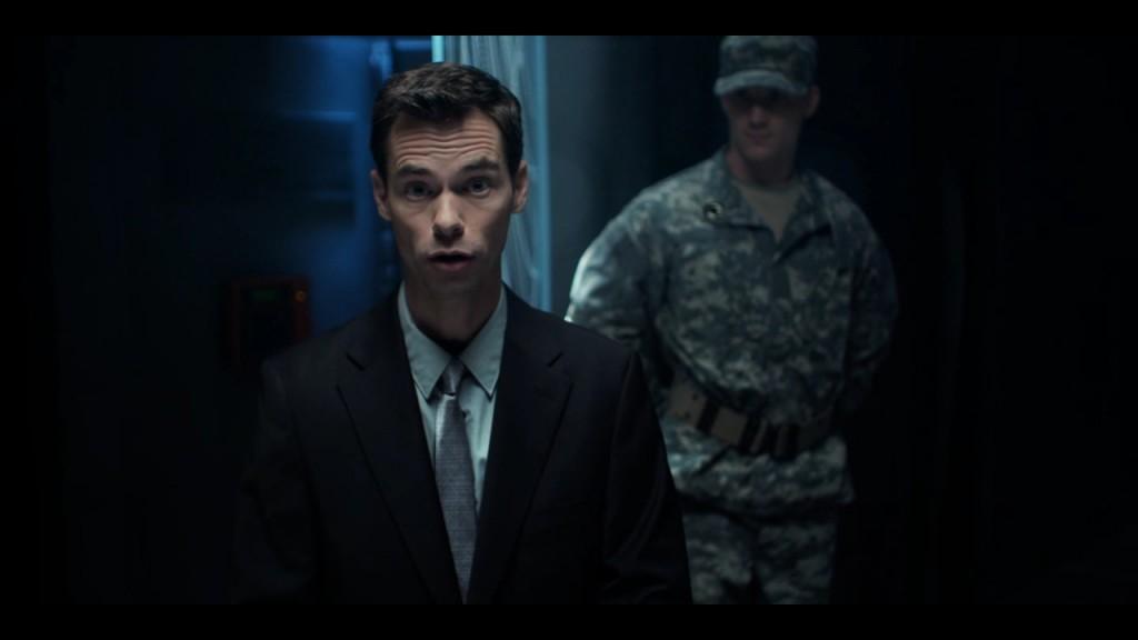 Безвестный актер как бы удивляется вместе с игроком – и чего это он тут делает?