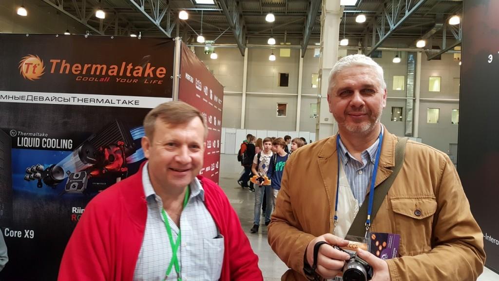 """На моих глазах основатель """"Игромании"""" слева потчевал бутербродами и соком основателя """"Навигатора Игрового Мира""""."""