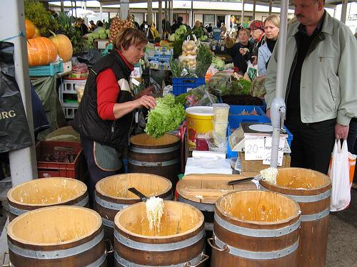 Центральный рынок Таллинна - овощи дороже, зато некоторые ягоды и фрукты есть только здесь.
