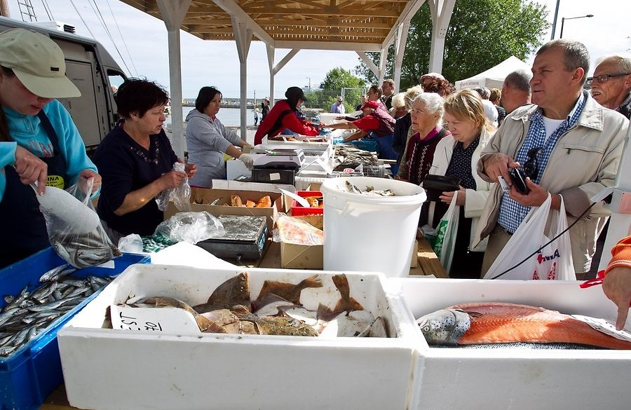 До рыбного рынка мы так и не добрались. Зато посидели в кафешке напротив него - очень мило и уютно.