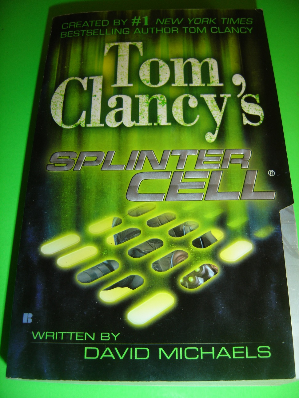 tom-clancy-s-splinter-cell-by-david-michaels-december-2004-paperback-book-3